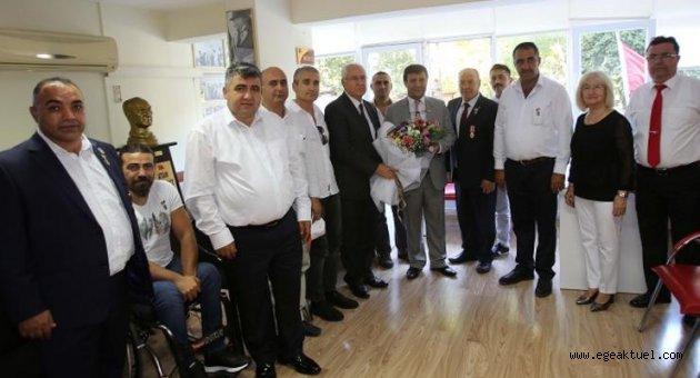 Başkan Selvitopu, Gazileri ziyaret etti
