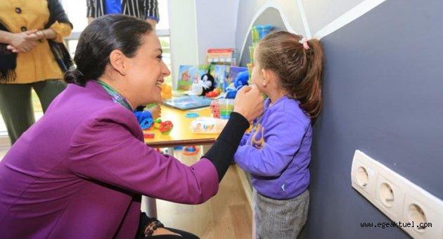 Çalışan kadınların çocuklarına ücretsiz masal evi