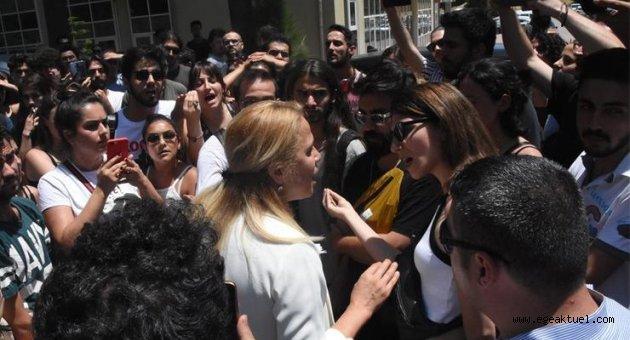 DEÜ'de öğrencilerden kampüs tepkisi