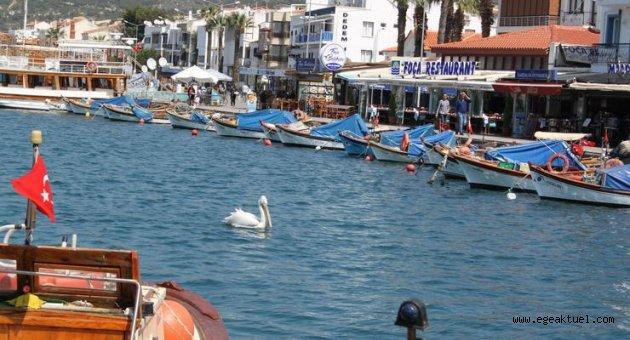 Foça'da sahiller hafta içinde de yasaklandı