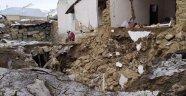 İran'daki deprem Van'ı vurdu: Ölü sayısı artıyor