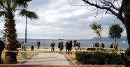İzmir'de koca dehşeti: Parkta eşini vurdu, başında bekledi!